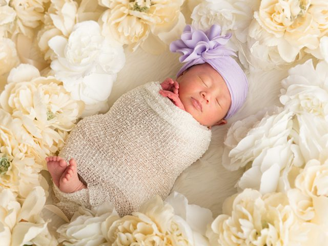 3951c97bad865 お宮参りなど三ヶ月くらいまでの記念撮影に使っていますが、最近ではすやすや眠る新生児を、おくるみ姿のまま撮るニューボーンフォトも人気ですよ。